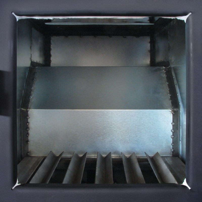 View of the inside of the evaporator. Standard steel grates.